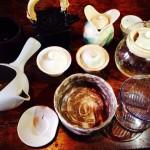 世界中のお茶に合せて様々な茶器を用意